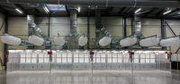 Cabines aspirantes en acier galvanisé pour le secteur de l'aéronautique avec système bypass pour rejet de l'air propre à l'extérieur ou rejet dans l'atelier par l'intermédiaire de gaines textiles. Aspiration de poussière d'aluminium dû au ponçage