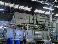 Réseau gaine galvanisée avec filtre trico-métallique et ventilateur plastique pour aspiration de buées sur un tunnel de lavage.