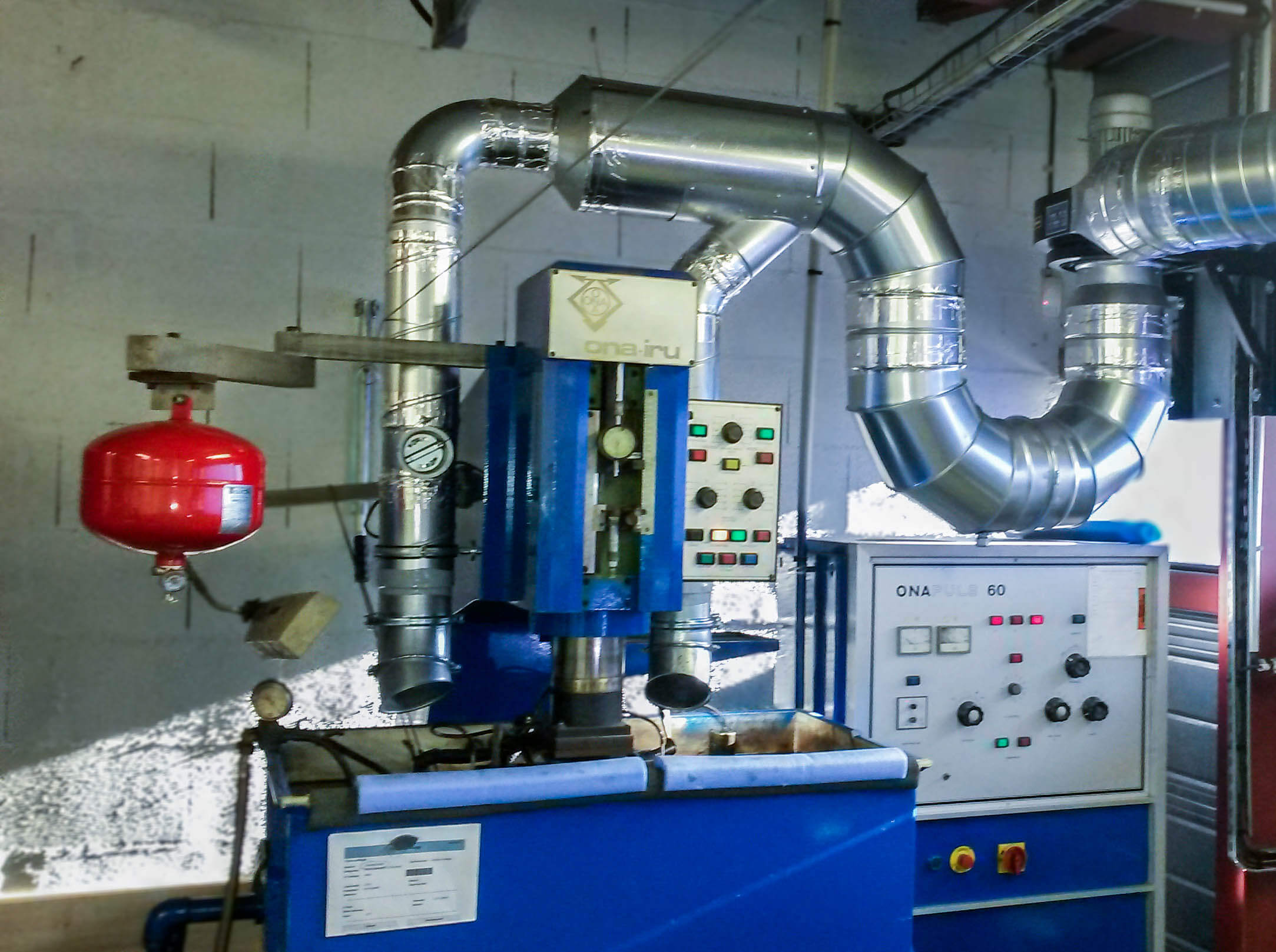 Aspiration de fumée issue d'un bain à électroérosion à l'aide d'un réseau en gaine spiralée galvanisé.
