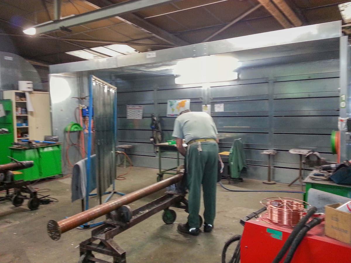 Cabine aspirante en acier galvanisé de longueur 6m pour brasage