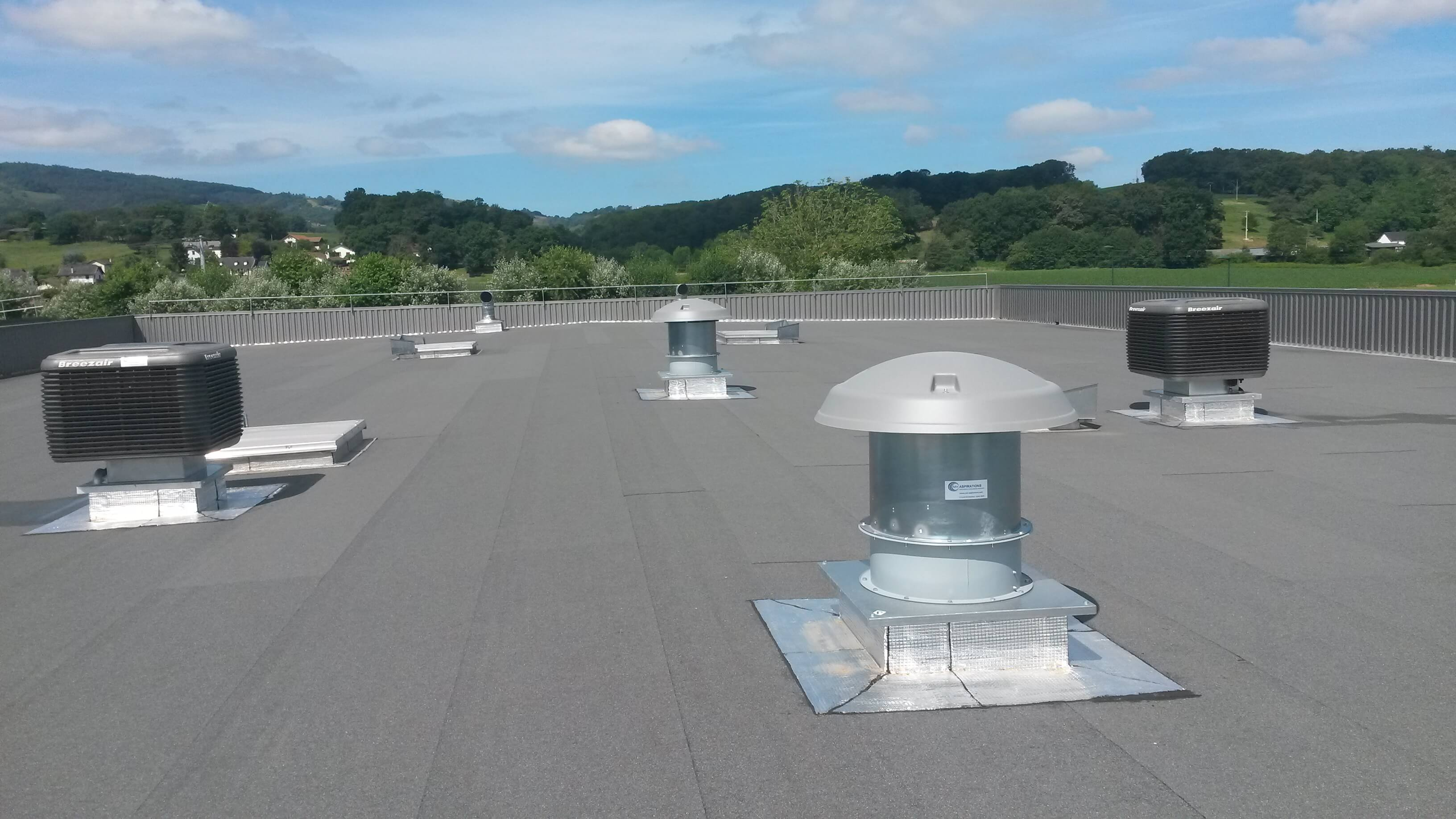 climatiseurs adiabatiques et extracteurs en toiture