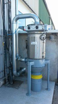Dépoussiéreur à cartouches en acier inoxydable pour filtration de poussières végétales issu d'un laboratoire pharmaceutique. Gaine en acier galvanisée à bord tombé.