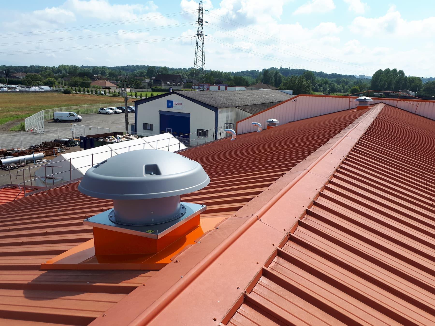 Tourelle ventilation en toiture sur souche toiture. Aspiration fumée de soudure.