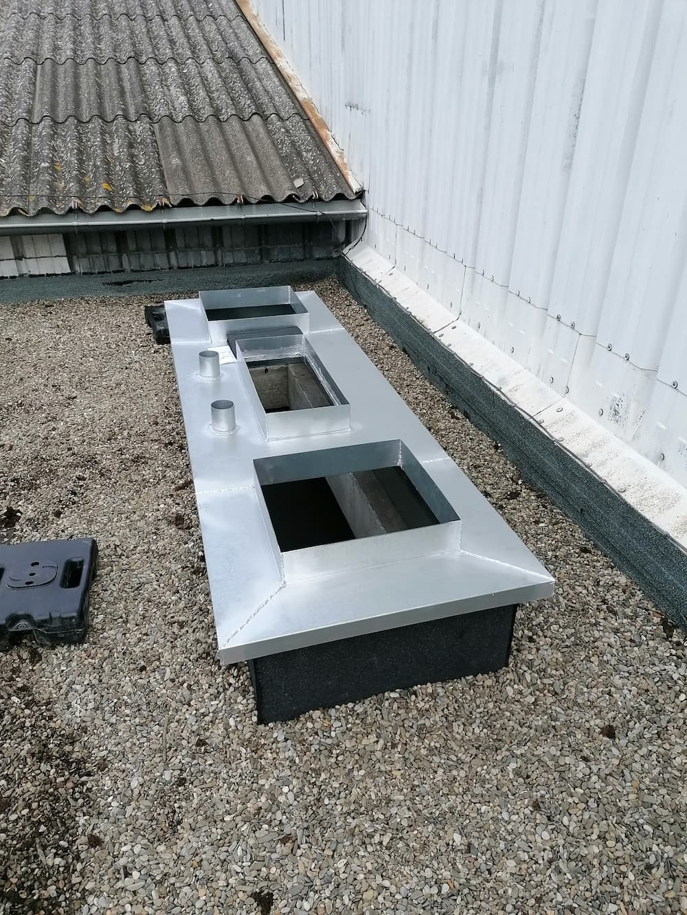 Préparation du passage de gaines de ventilation en toiture